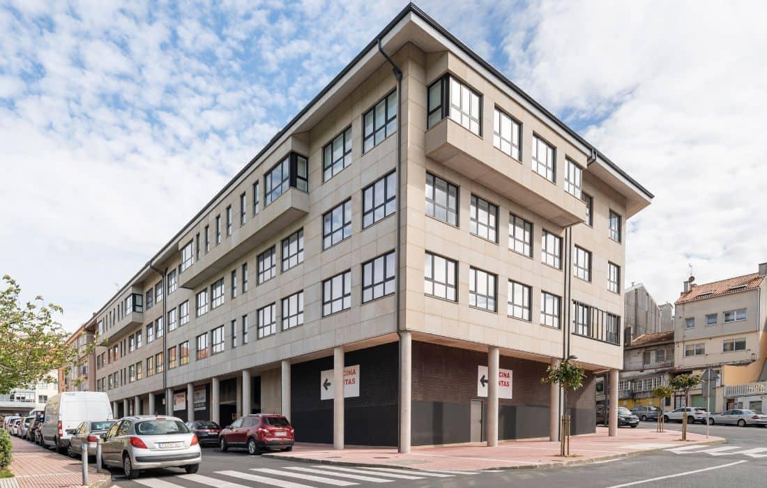 Edificio de viviendas en calle Eduardo Blanco Amor (Oleiros, A Coruña)