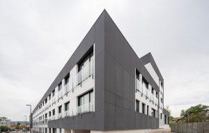 Edificio de viviendas en calle Eduardo Pondal (Oleiros, A Coruña)