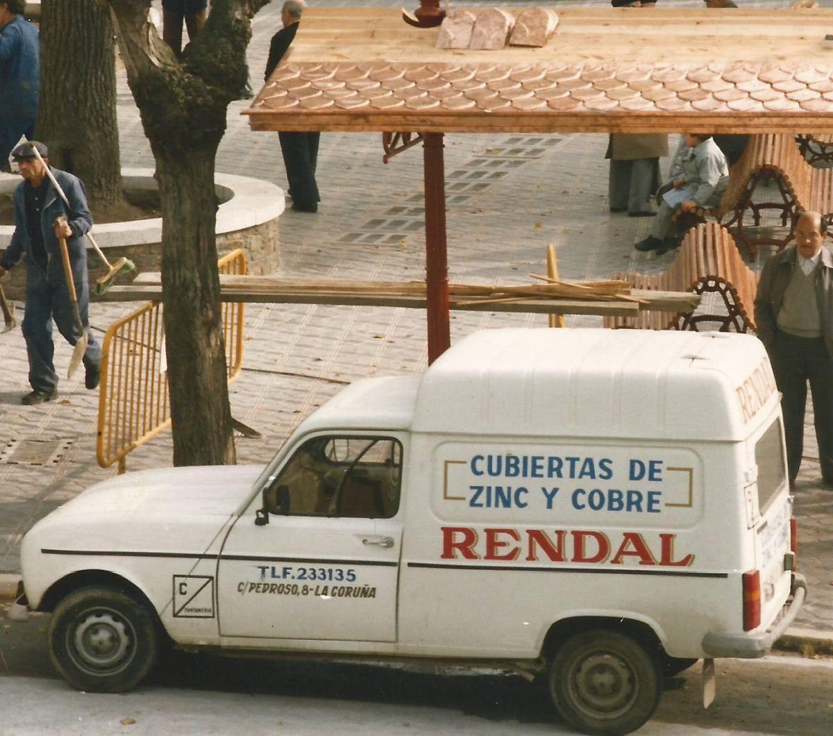 Foto histórica de un vehículo de Rendal en los años 80.