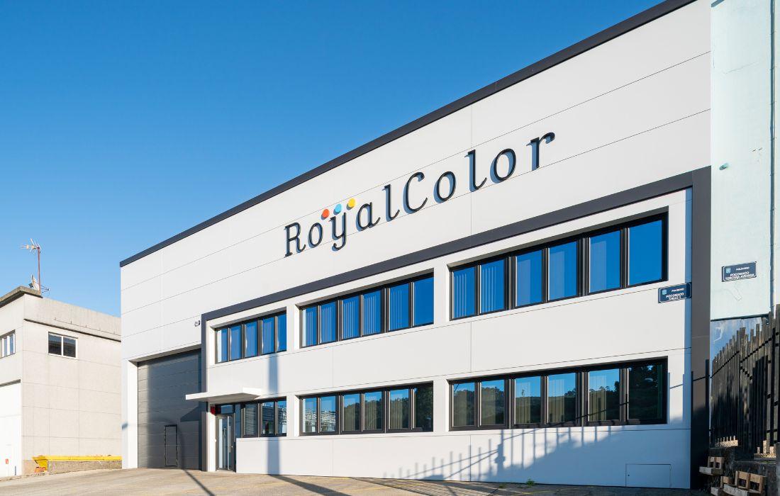 Nave industrial Royalcolor en el Polígono de Pocomaco (A Coruña)